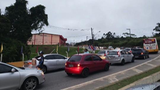 Mogi-Bertioga tem trânsito intenso no trecho de serra e na chegada a Mogi das Cruzes