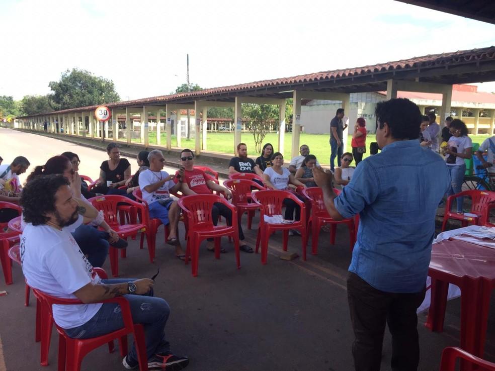 MACAPÁ, 9h30: ato de professores e técnicos da Unifap — Foto: Ugor Feio/G1