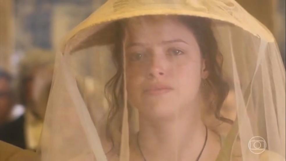 Mesmo rechaçada, Domitila (Agatha Moreira) assiste à coroação de Dom Pedro (Caio Castro), em 'Novo Mundo' — Foto: TV Globo