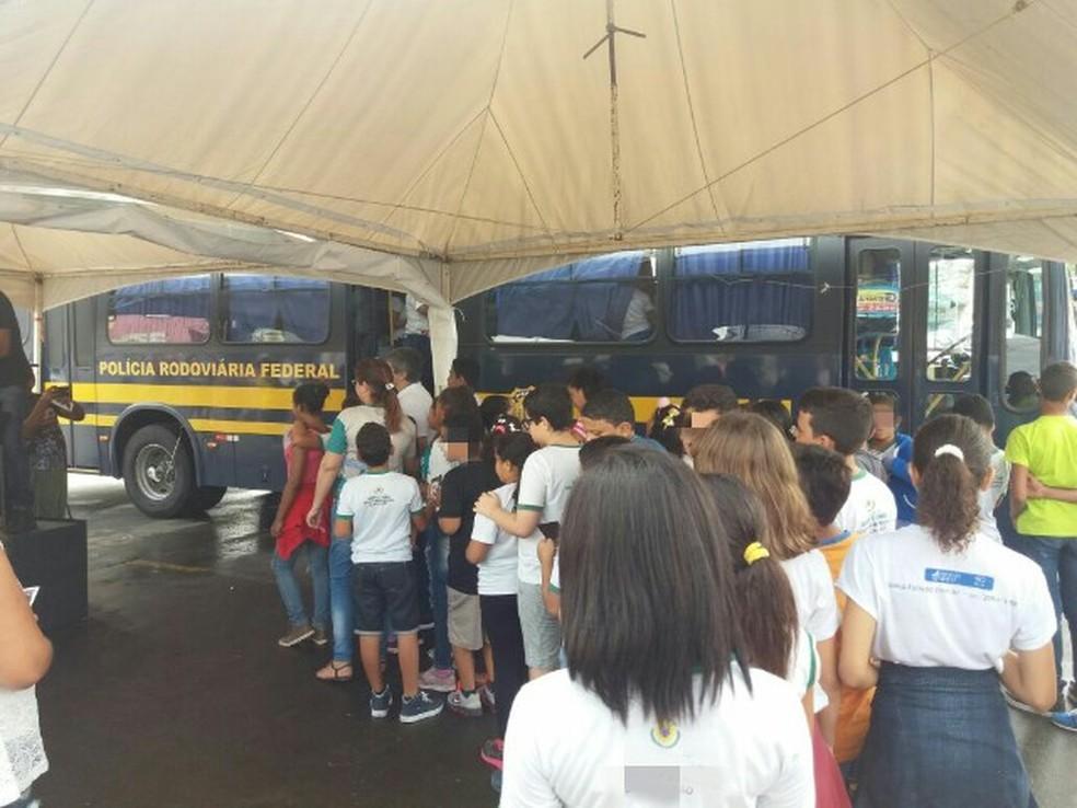 PRF realiza ações educativas em escolas de São José do Belmonte e Serra Talhada