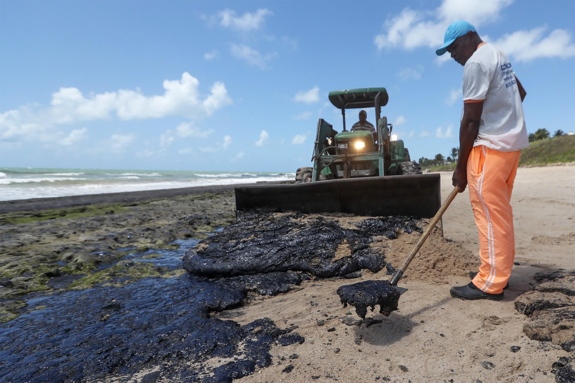 IMA orienta gestores municipais na limpeza de óleo em praias de Alagoas - Notícias - Plantão Diário