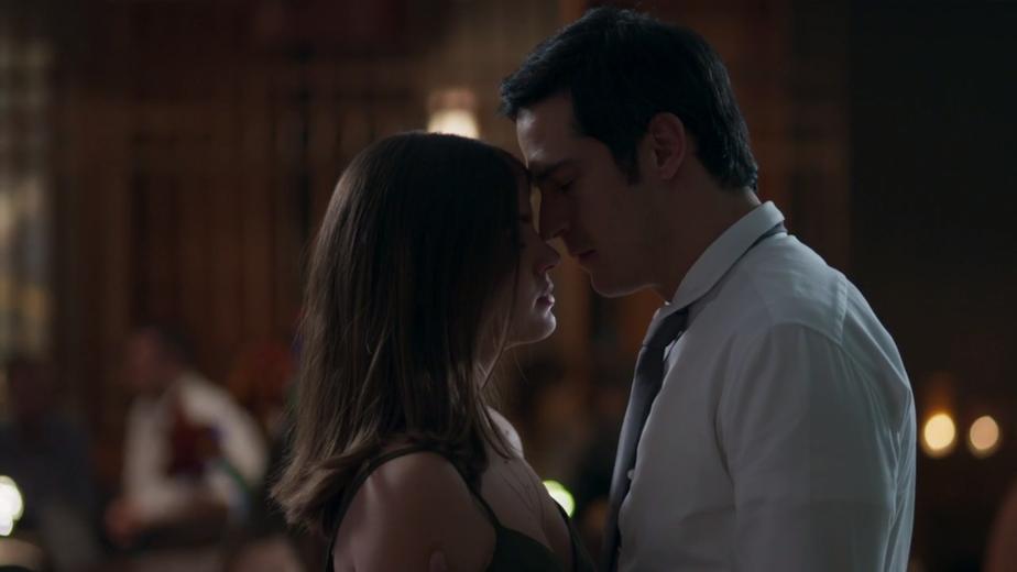 Resumo 'Pega Pega': Eric e Luíza começam a namorar em segredo | vem por aí  | Gshow