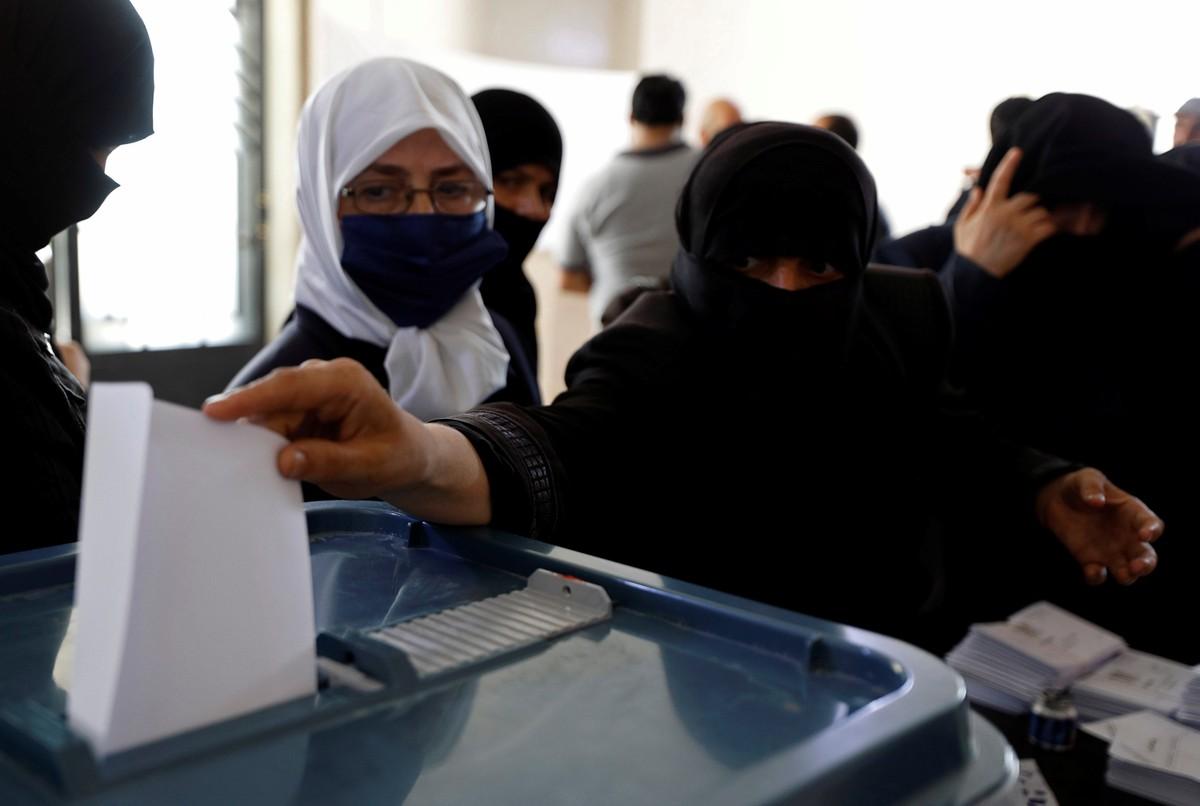 Sírios vão às urnas em eleições legislativas num país devastado pela guerra – G1