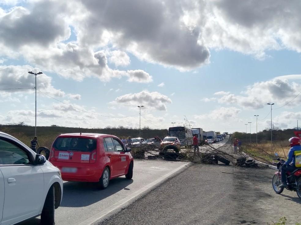Segundo PRF, protesto de motoristas de transporte por alternativo já causa trânsito nas rodovias — Foto: Epitácio Germano/Arquivo Pessoal