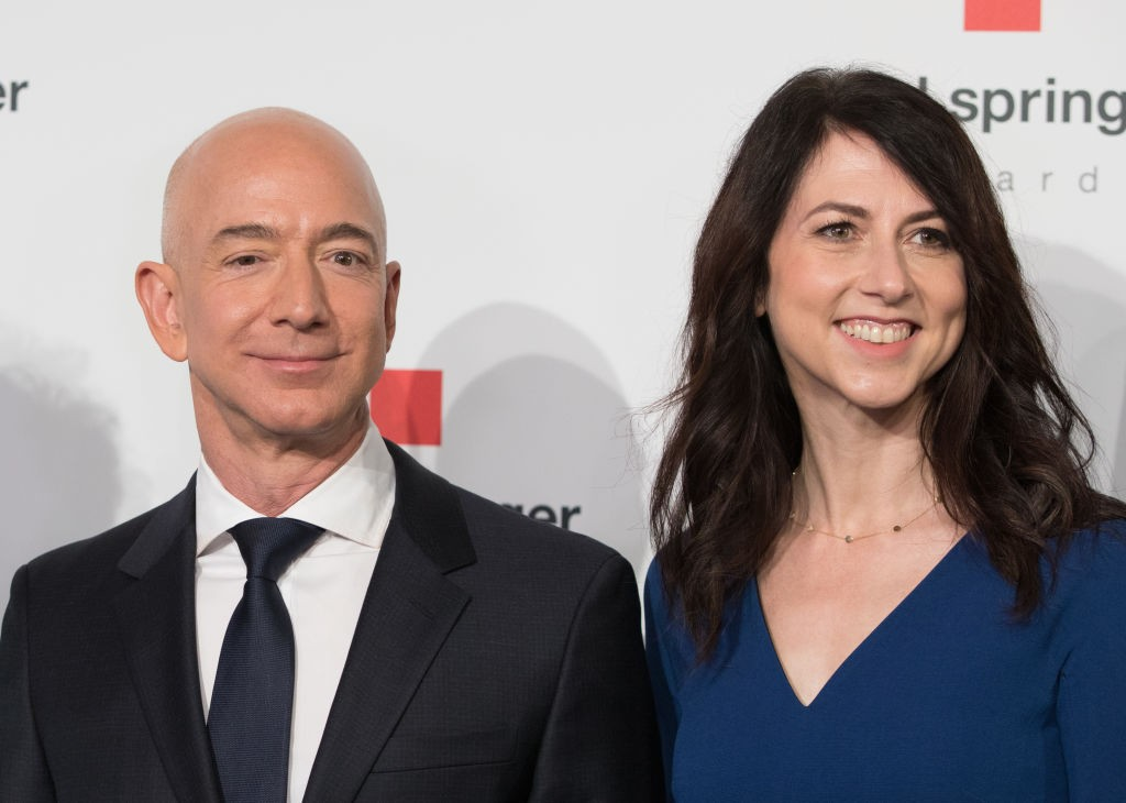 Jeff Bezos e sua ex-mulher, MacKenzie Bezos (Foto: Jörg Carstensen/picture alliance via Getty Images)