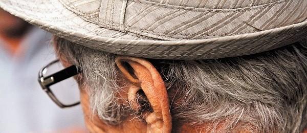 Cuidar de idosos é tarefa assumida na informalidade da família, geralmente por mulheres, diz pesquisadora