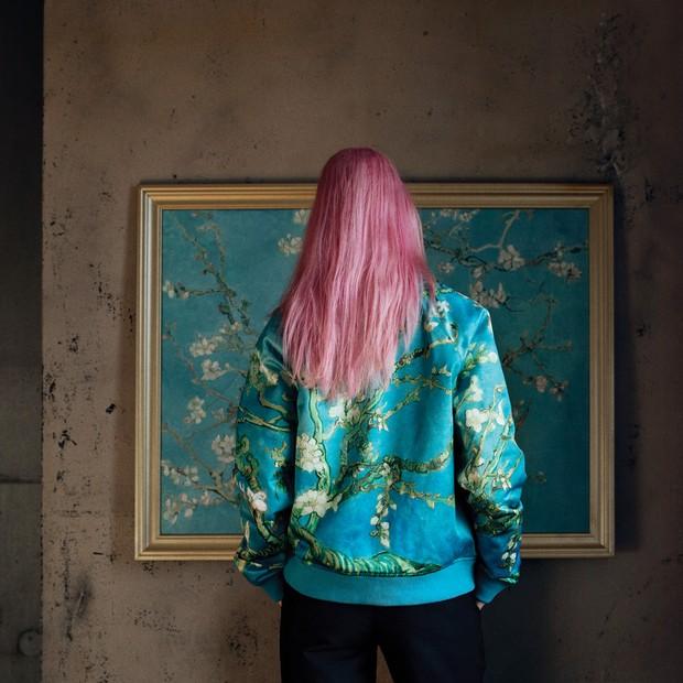 Vans x Van Gogh Museum  uma das bomber-jackets da coleção composta por 16 0cc1e3724