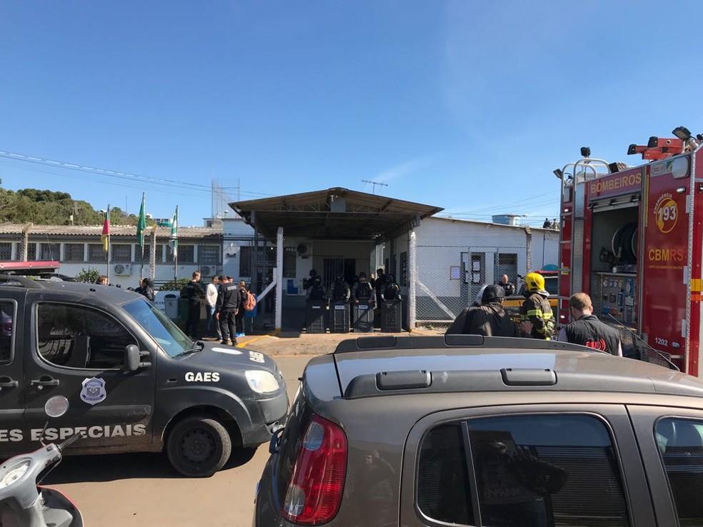 Operação recolhe armas artesanais, drogas e celulares no Presídio de Erechim