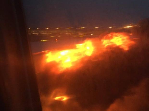 241 pessoas são resgatadas após incêndio em avião em Cingapura