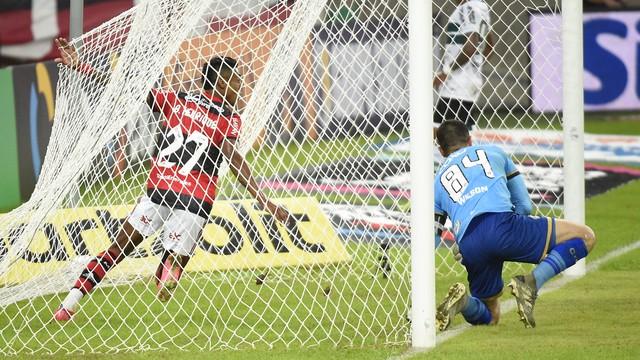 Bruno Henrique fechou o placar do Flamengo ao marcar o segundo gol