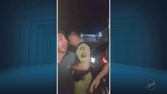 Vídeo mostra motorista embriagado, que atropelou 3 pessoas, cuspindo em PMs durante prisão em MG