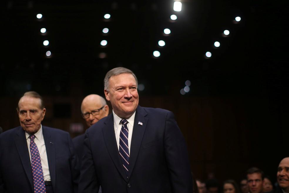 Mike Pompeo chega para audiência nesta quinta-feira (12) no Senado (Foto: REUTERS/Carlos Barria)
