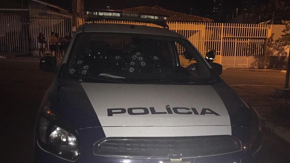 Os dois policiais que estavam no veículo não se feriram (Foto: Polícia Militar de MT)