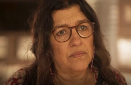 No sábado (4), Lurdes (Regina Casé) estranhará o comportamento de Vitória Reprodução