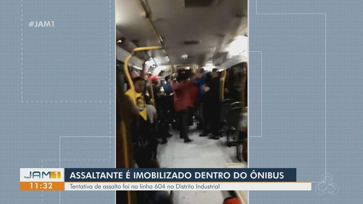 Passageiros reagem e dominam assaltante de ônibus em Manaus; veja vídeo