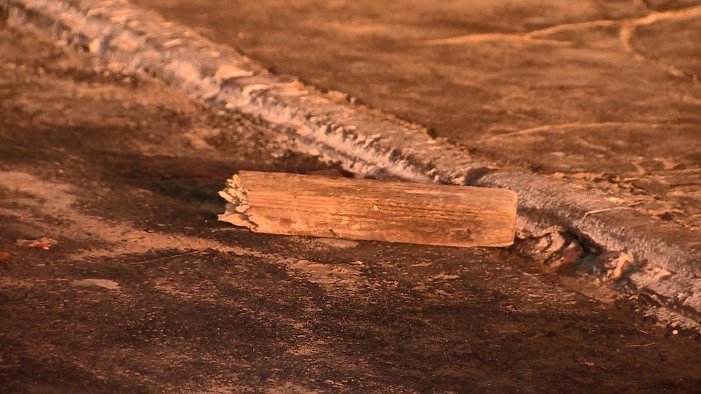 Homem é espancado e morto com madeira, em Vila Velha, no ES — Foto: Reprodução/ TV Gazeta