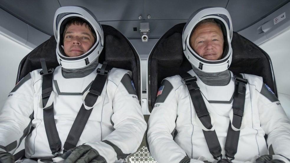 Astronautas Bob Behnken e Doug Hurley no dia 27 de maio — Foto: EPA/BBC