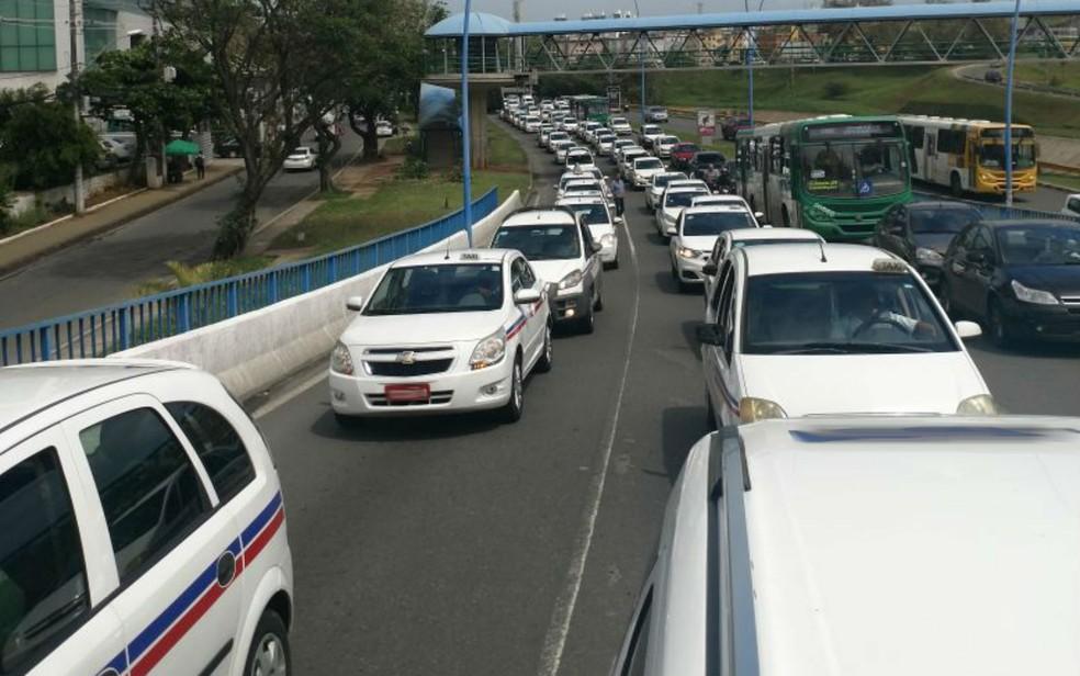 Taxistas protestam contra aplicativos de transporte particular em Salvador (Foto: Arquivo pessoal/ João Adorno)
