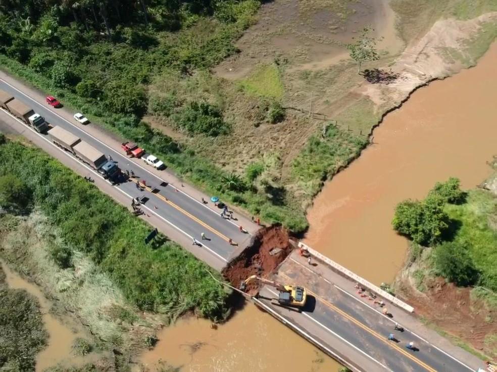 Congestionamento é registrado na BR-364 após queda de ponte — Foto: DNIT/Divulgação