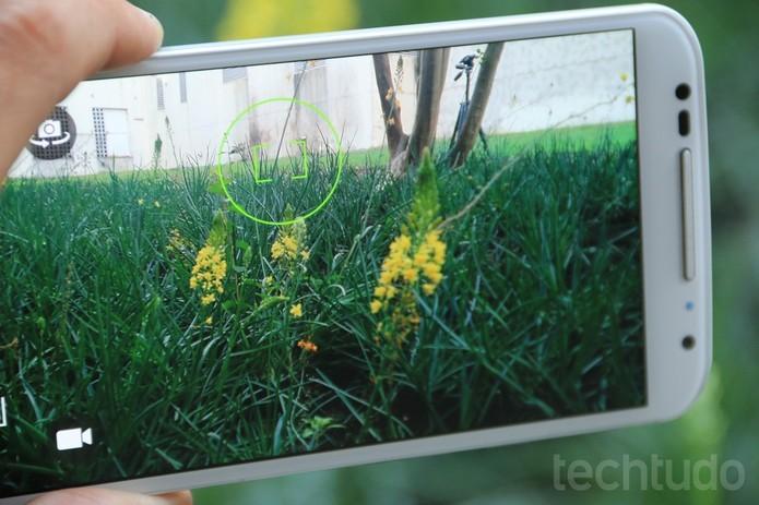 Moto X tem lente traseira com 13 megapixels e oferece 2 megapixels na frontal (Foto: Lucas Mendes/TechTudo) (Foto: Moto X tem lente traseira com 13 megapixels e oferece 2 megapixels na frontal (Foto: Lucas Mendes/TechTudo))