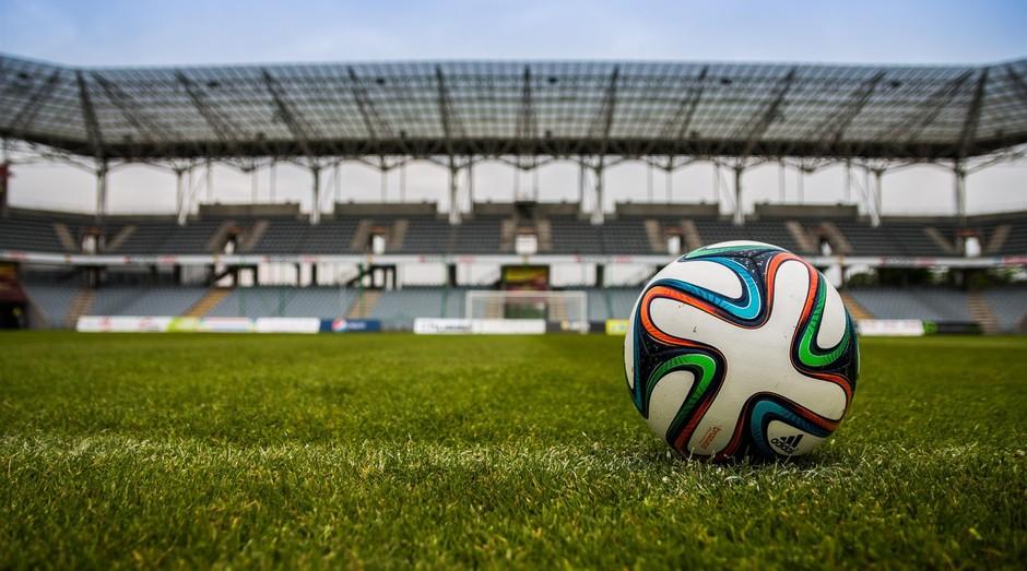 bola de futebol, campo, estádio (Foto: Reprodução/Pexels)