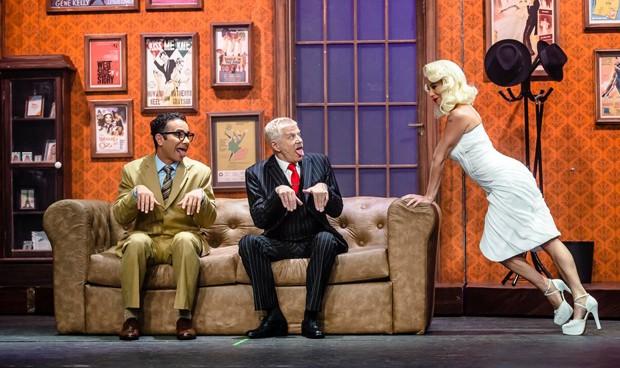 Marco Luque, Miguel Falabella e Danielle Winnits em cena do musical 'Os Produtores'  (Foto: Caio Galucci / divulgação )