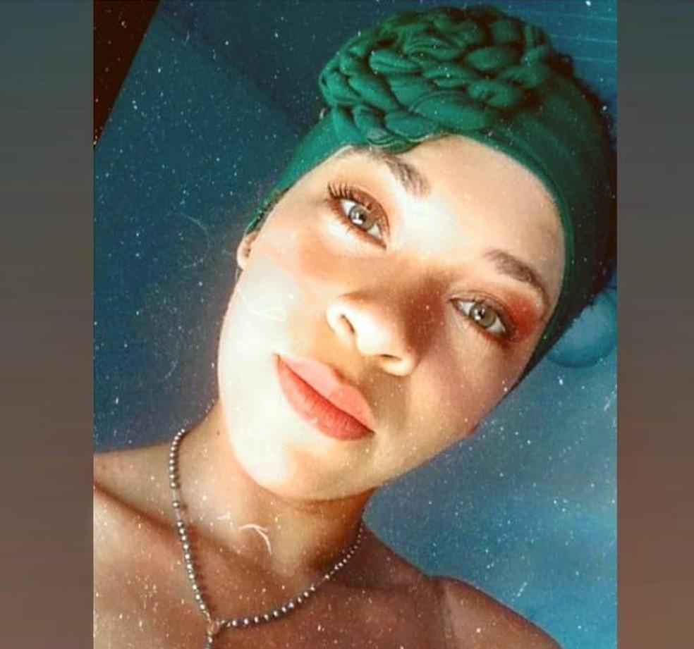 Mulher de 18 anos morre afogada após mergulhar em rio na Bahia; vítima pescava com companheiro  — Foto: Reprodução/Instagram