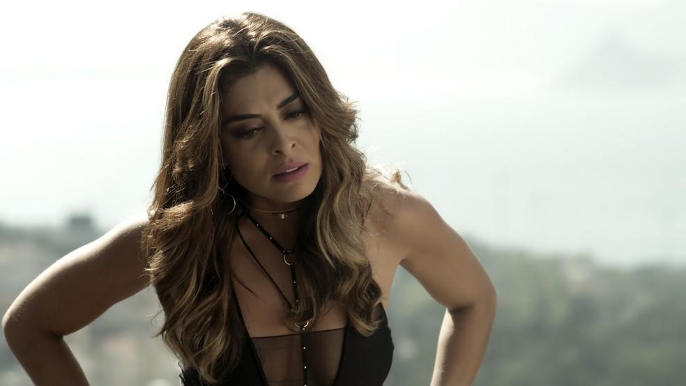 Em 'A Força do Querer', Bibi (Juliana Paes)  está desconfiada — Foto: Globo