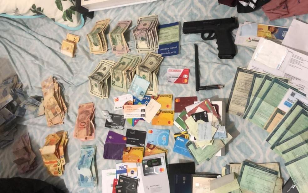 Dinheiro é apreendido durante operação contra pirataria digital, em Goiás — Foto: Divulgação Polícia Civil
