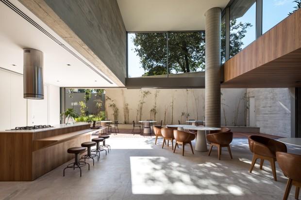 Residencial Ícaro Jardins do Graciosa leva o conceito de casas suspensas a Curitiba   (Foto: Eduardo Macarios)