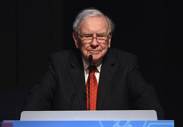 Warren Buffett no Philanthropy Summit Awards Dinner da Forbes (Foto: Dimitrios Kambouris/Getty Images)
