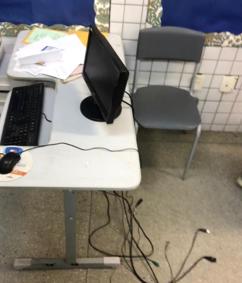 CPU de computador foi levado por criminosos da Escola Municipal Augusto Severo, em Parnamirim, RN — Foto: Kleber Teixeira/Inter TV Cabugi