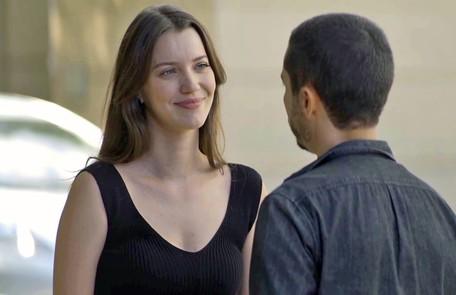 Na sexta (12), Fabiana (Nathalia Dill) alertará Camilo (Lee Taylor) sobre um encontro de Vivi com Chiclete  Reprodução