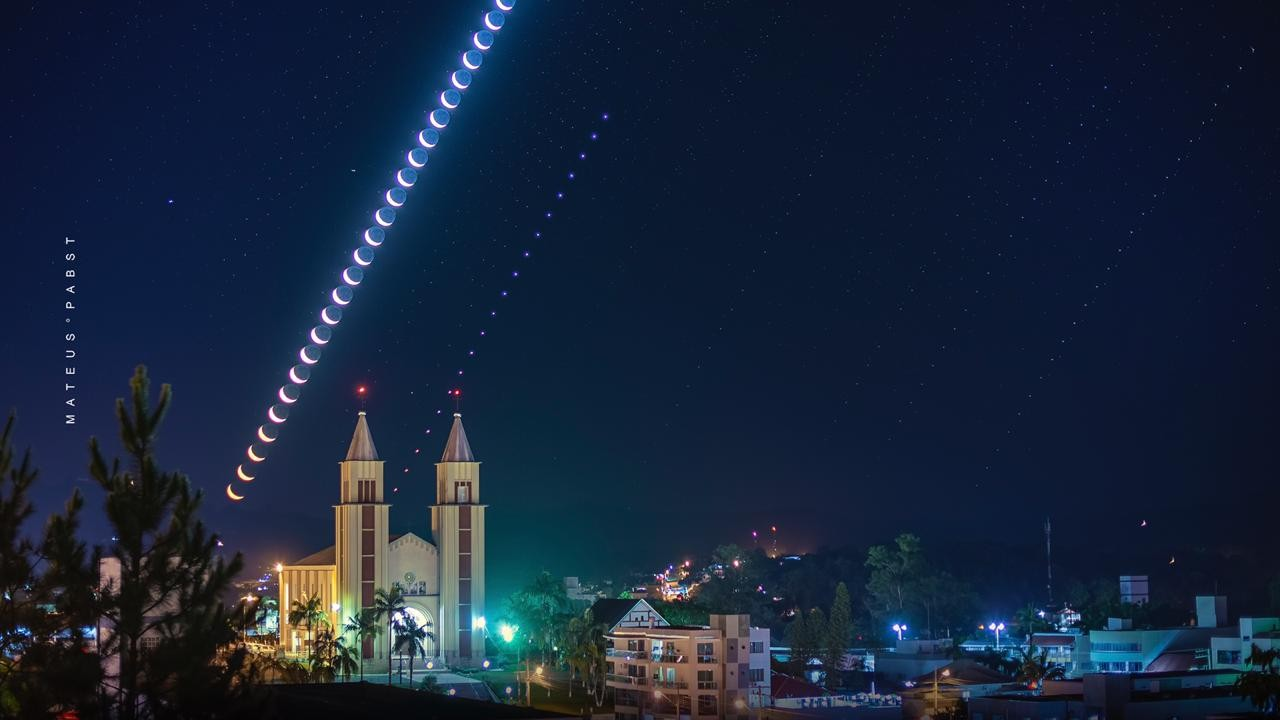 Composição com fotos capta a beleza da lua durante noite de verão em Taió