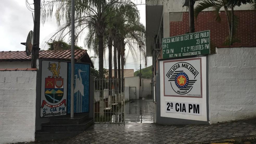 Suspeito, que também é policial, está preso na base da PM de Guaratinguetá — Foto: Silas Basílio/TV Vanguarda
