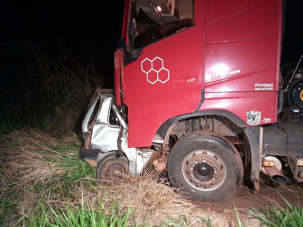 Menino de 14 anos pegou carro escondido dos pais e morreu ao bater de frente com caminhão em Pontes e Lacerda — Foto: Polícia Rodoviária Federal de Mato Grosso/Divulgação