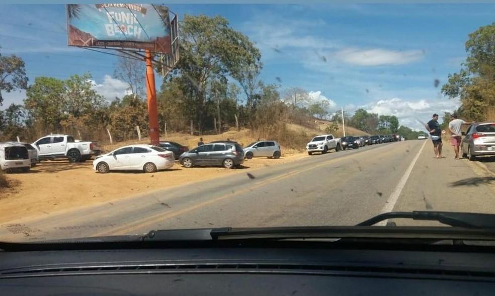 Estacionamento da praia do Funil, em Miracema, ficou cheio — Foto: Divulgação