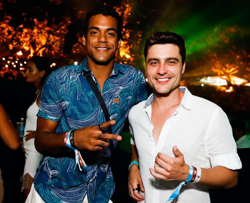 Os atores Marcello Melo Júnior e Guilherme Leicam passaram o réveillon em Noronha — Foto: Keila Castro/Divulgação