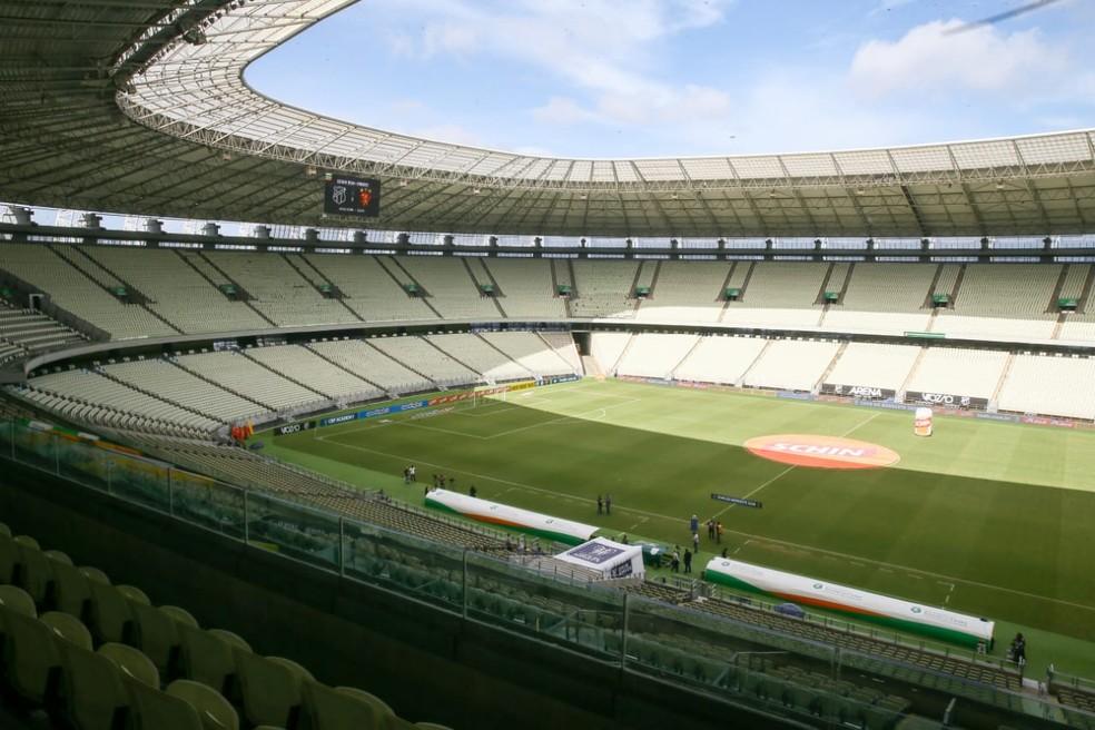 Fortaleza terá barracas de praia e jogos de futebol sem torcida autorizados a partir de segunda-feira — Foto: Camila Lima/SVM