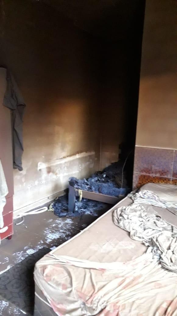 Homem é encontrado morto após colchões pegarem fogo em quarto - Notícias - Plantão Diário