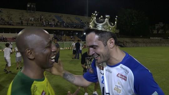 """Falcão fala de maratona nos primeiros dias longe das quadras: """"Estou feliz e realizado"""""""