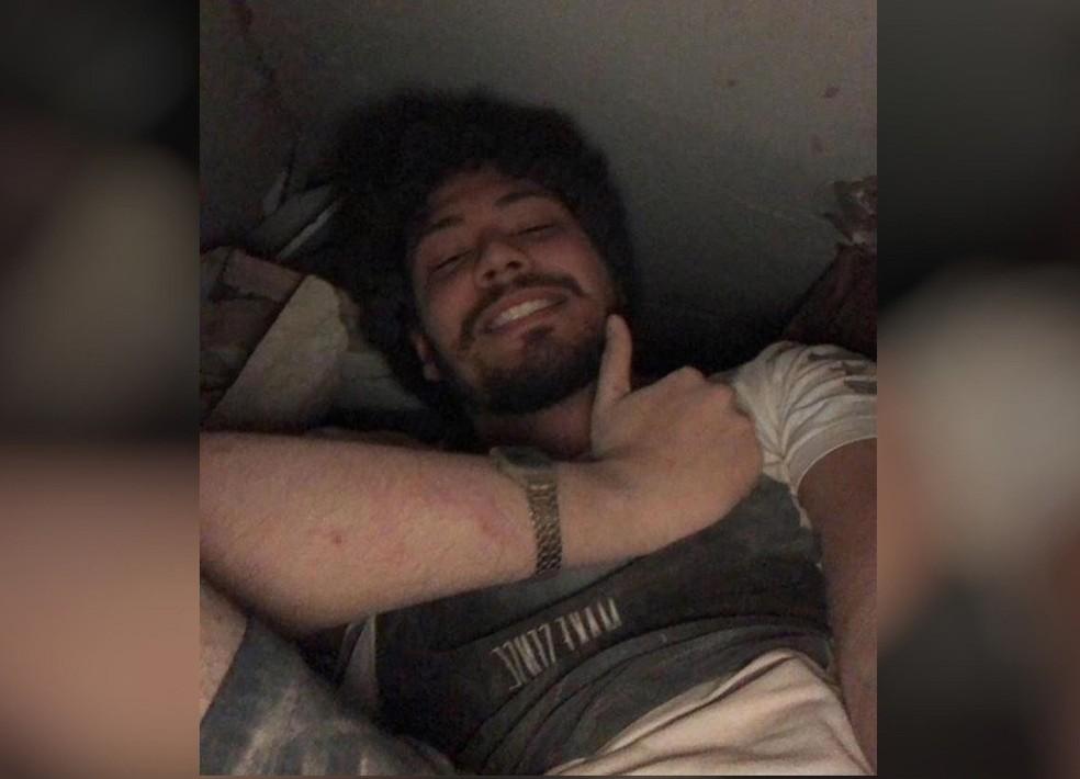 Davi Sampaio enviou selfie para familiares sob os escombros do Edifício Andrea. — Foto: Arquivo pessoal