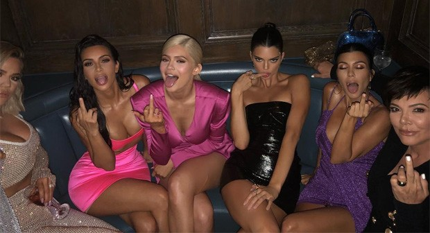 Khloé, Kim, Kylie, Kendall, Kourtney e Kris (Foto: Reprodução/Instagram)