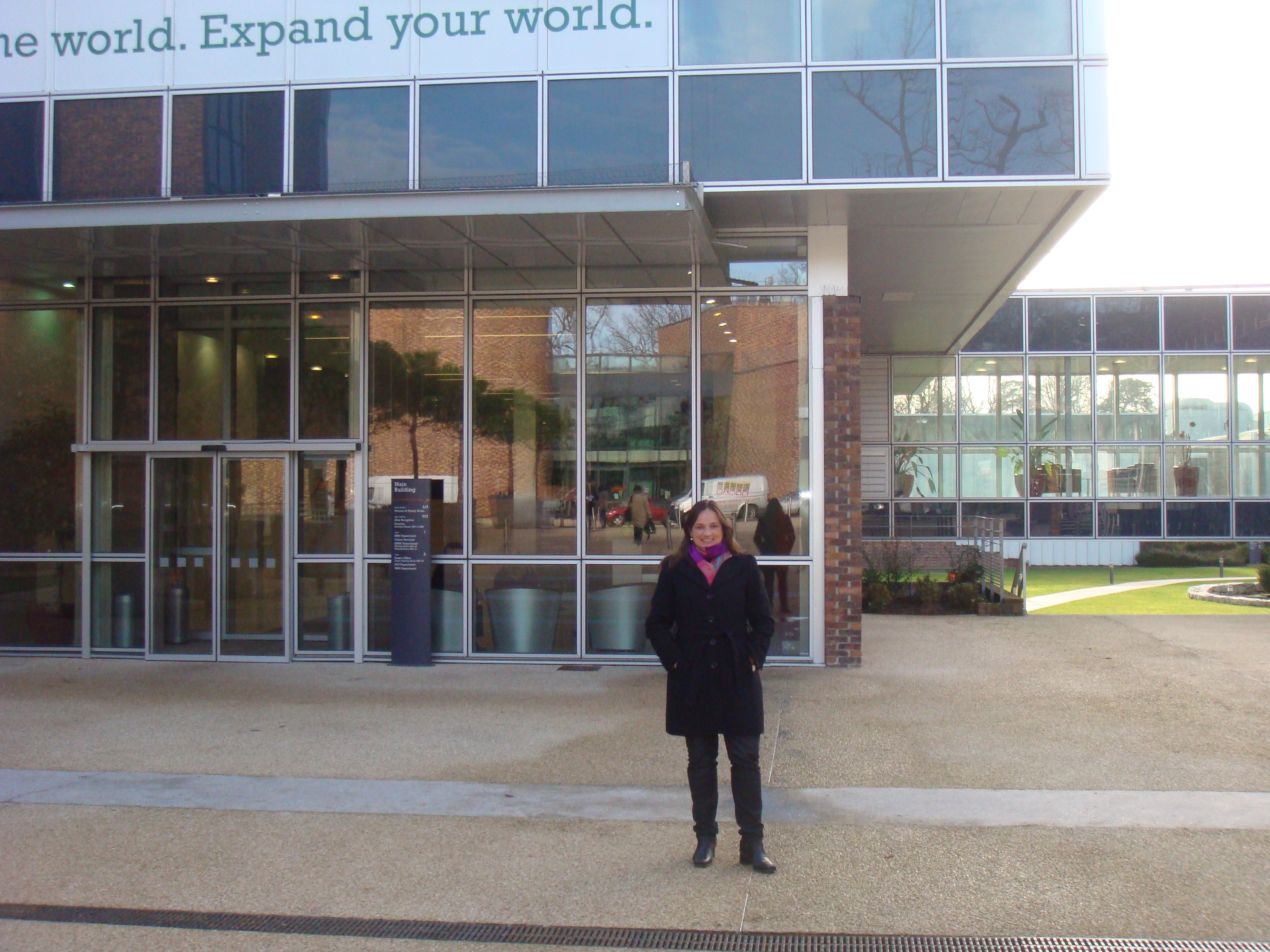Fernanda Thees, no campus de Fontainebleau (Foto: Arquivo pessoal)