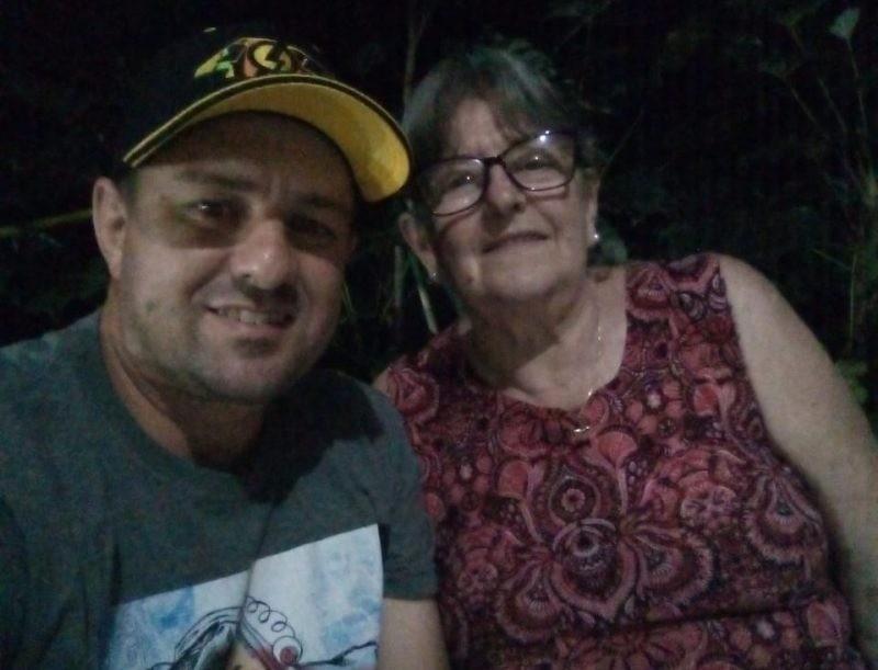 Antes de ser transferido para o ES, morador de SC com Covid-19 estava entubado ao lado da mãe: 'Isso tudo vai passar', diz esposa