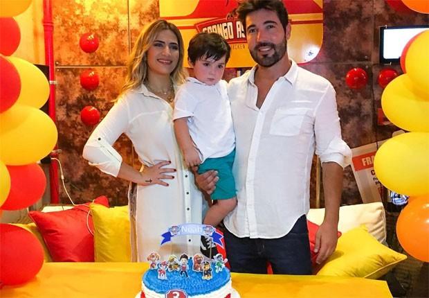 Jéssica Beatriz e Sandro Pedroso celebram aniversário de Noah (Foto: Reprodução/Instagram)