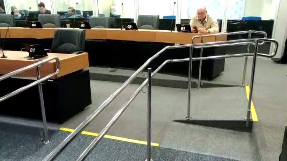 Rampas de acessibilidade também foram instaladas dentro de Assembleia Legislativa da Paraíba — Foto: Hebert Araújo/TV Cabo Branco