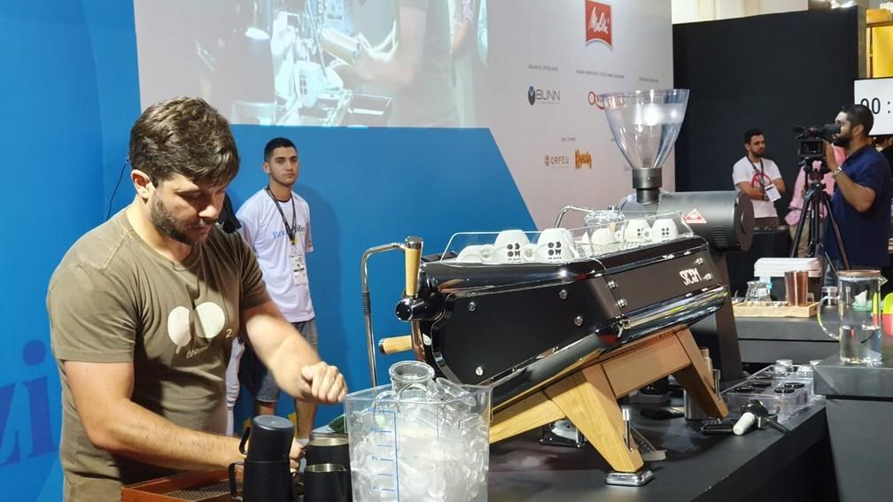 Léo Moço se classificou para a final de campeonato de café em Minas Gerais.  — Foto: Renata Silva/Embrapa-RO
