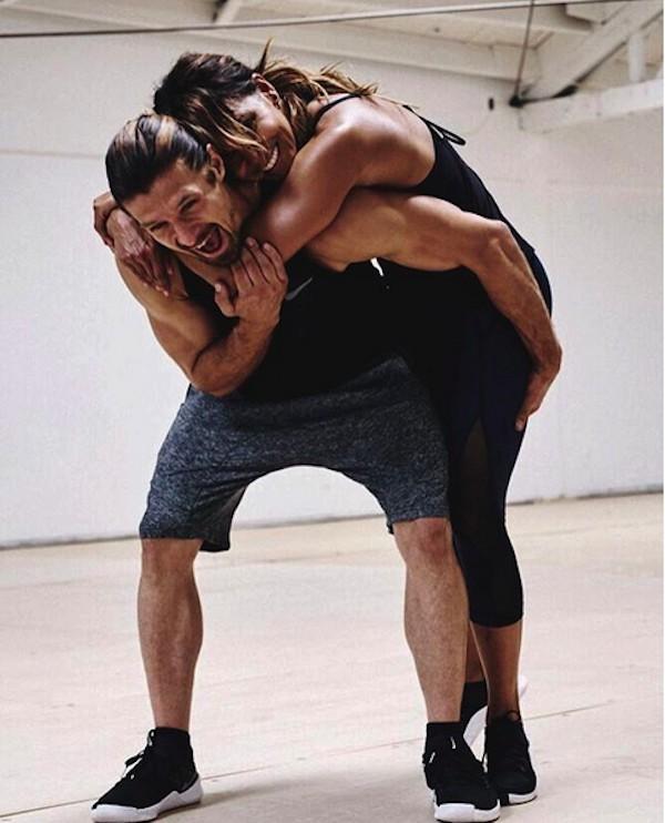 A atriz Halle Berry com seu personal trainer (Foto: Instagram)