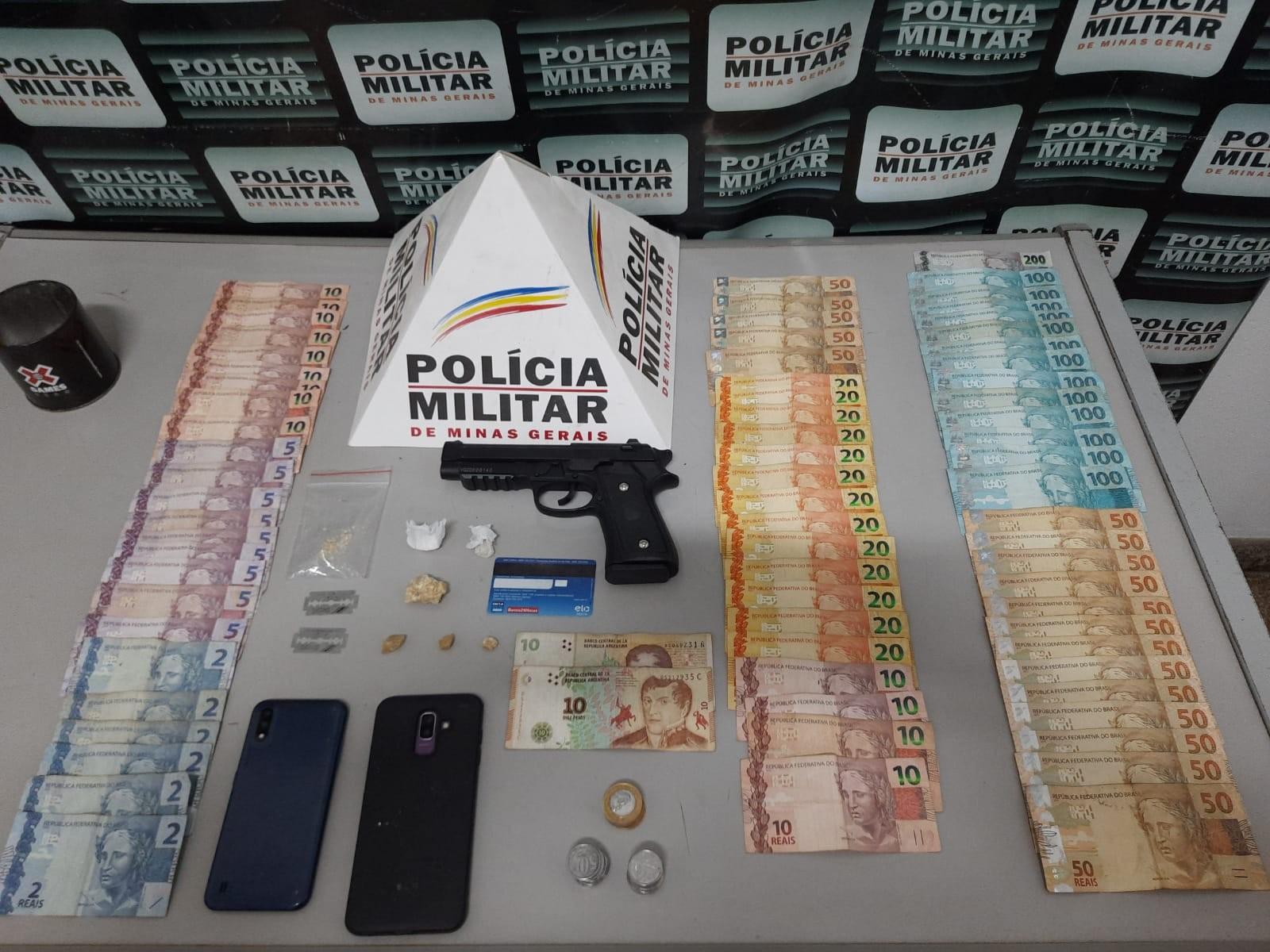 Grupo é preso com drogas, arma e dinheiro em Pará de Minas